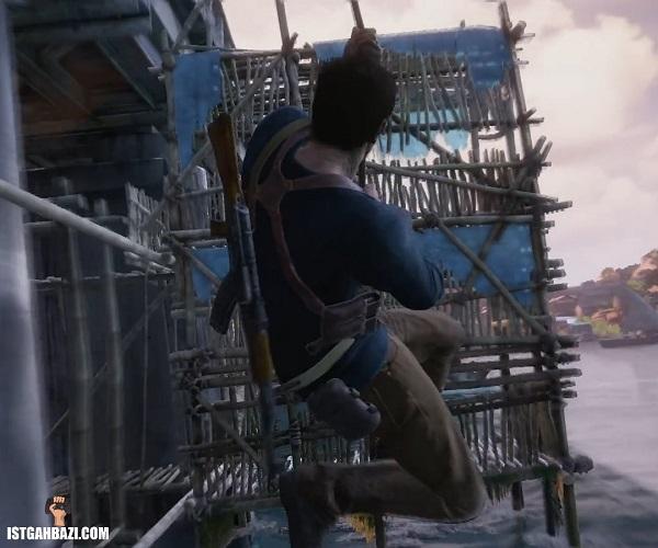 شخصیت اصلی uncharted 4: a thiefs end درحال پرش با طناب