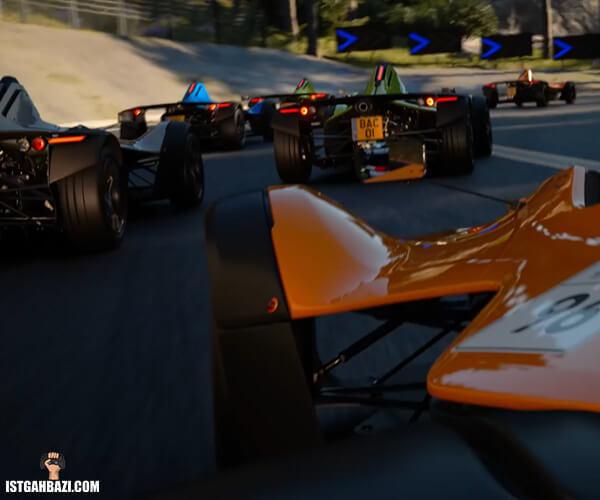 ماشین در مسابقه بازی gran-turismo-7-